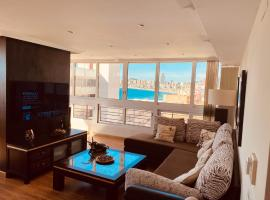 BE LUXURY APARTMENT 20 MTS FROM THE BEACH, hotel con piscina en Benidorm