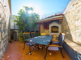 Luxury studio apartment with private patio, hotel u Visu
