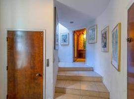 A 3rd floor @ Beverly Hills mansion/ 1BR+Pool