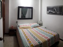 Habitación doble con baño privado en Envigado - Desayuno incluido