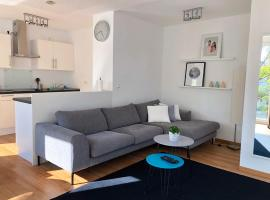 Modern and bright apartment in top location, hotel near Volksgarten Park, Cologne