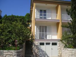 Apartments and rooms Frano