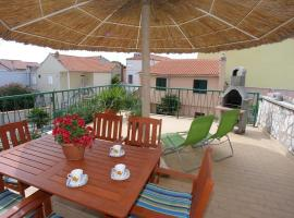 Apartments and rooms Petar