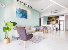 The Top Seaview @ 3 Bedroom Arte S @ 500MbpsWIFI @ 3房式豪华海景公寓, hotel with jacuzzis in George Town