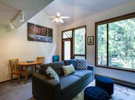 14SW - Fireplace - Dishwasher - Washer/Dryer - Sleeps 6 home, hotel v destinaci Glacier