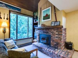 59SW - Fireplace - Dishwasher - Washer/Dryer - Sleeps 6 home, hotel v destinaci Glacier
