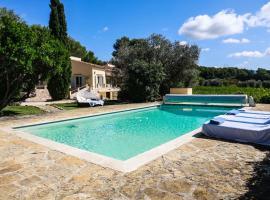 Luxueux Mas provencal immérgé dans la nature, hotel in Le Castellet