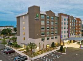 Holiday Inn Express & Suites Orlando- Lake Buena Vista, hotel v Orlandu
