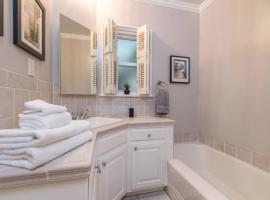 Luxury 2 Bedroom House with Heated Salt Water Pool close to Universal studios