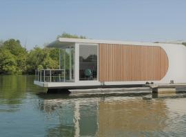 Houseboat Martinique, villa in Maastricht