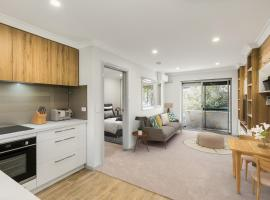 cool quiet modern secure walking distance to Perth and landmarks, budget hotel in Perth