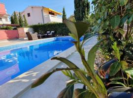 Apartments Mare, room in Punat