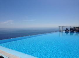Viangella - Best sea view! Top floor 2km to Monaco, hotel in Cap d'Ail
