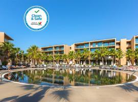Salgados Palm Village Apartments & Suites - All Inclusive, hotel near Benagil Beach, Albufeira