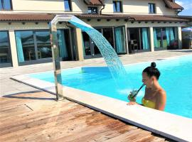 16 Lakes Hotel, hotel in Grabovac