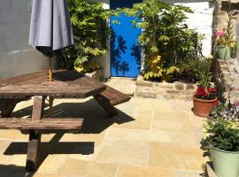 Silver Cottage, Central Lyme Regis, No Car Required, Dogs Welcome, hotel in Lyme Regis