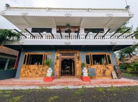 Chakra Backpacker Hostel & Vegetarian Bistro, hostel in Bedugul