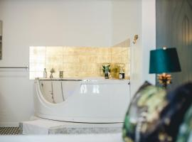 MyLittle PalaisdesPapes Duplex - Suites & Spa, hotel with jacuzzis in Avignon
