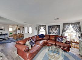 Dream Beach Home on Lewis Bay – Ocean Views home, holiday home in West Yarmouth