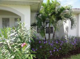Villa Happy Blue villa, Ferienunterkunft in Cape Coral