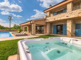 Beautiful home in Linardici w/ Outdoor swimming pool, Jacuzzi and WiFi