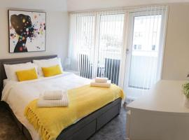WATERFRONT APARTMENT in Liverpool City Centre Sleeps 6 Free Parking, apartment in Liverpool