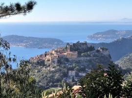 Villa with sea view, in the center of the Old Eze village, terrace, parking, hotel in Éze