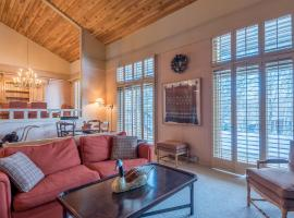 New Listing! Spacious 3 bedroom Wildflower, Mt Views, hotel in Sun Valley
