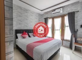 OYO 1769 Mahayun Residence Syariah, hotel near Grand Galaxy Park, Bojongkulur Dua