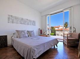 LUXURY 65 m2 Flat Stunning View Speed WIFI Big Terrasse, Sunny, Very Quiet, luxury hotel in Nice