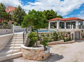 Beautiful Villa in Selca with Private Swimming Pool, room in Selca