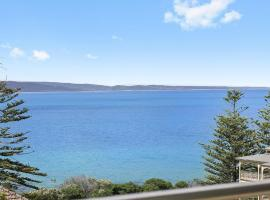 POINT GREY APARTMENT ONE - VIEWPOINT, hotel in Lorne
