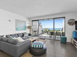 WATERFRONT SEVEN - In the heart of Lorne, hotel in Lorne