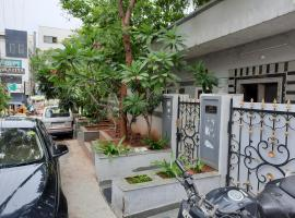 Beautiful Independent House with 2BHK @ Manikonda, Hyderabad, pet-friendly hotel in Hyderabad