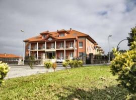 Villa De Llanes, hotel in Llanes