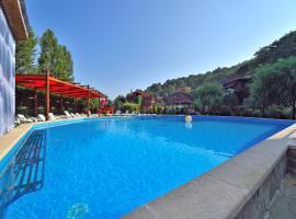 Dahovskaya Sloboda Hotel, hotel with pools in Dakhovskaya