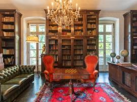 Villa Ronco Dell'Abate by RentAllComo, guest house in Como