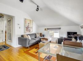 LAB614 - Darling Detached Villa in Heart of Cap Hill