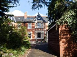 Mountlands Lodge, hotel in Taunton