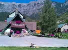 Twin Peaks Lodge & Hot Springs, pet-friendly hotel in Ouray