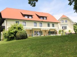 Landhaus Strussnighof, golf hotel in Pörtschach am Wörthersee