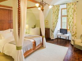 Schloss Ernegg, Hotel am Strand in Steinakirchen am Forst