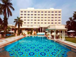 Tajview – IHCL SeleQtions, hotel with pools in Agra