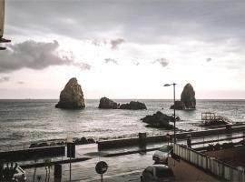Meravigliosa vista mare davanti ai Faraglioni, hotel ad Acitrezza