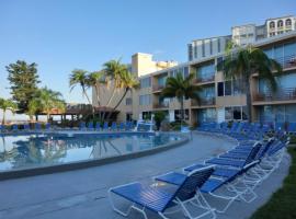 Dolphin Beach Resort, hotel near Treasure Island Golf Tennis Recreation Center, St Pete Beach
