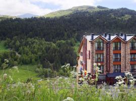 Apartaments Els Llacs, hotel near Pla de les Pedres Soldeu, Bordes d´Envalira