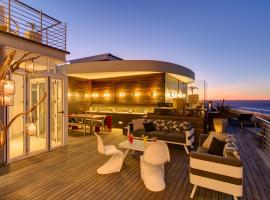 The Penthouse On Beach, hotel in Bloubergstrand
