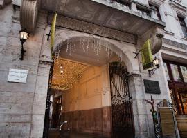 Hotel Gozsdu Court