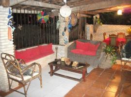 Pousada Villa Amari, guest house in Armação do Tairu