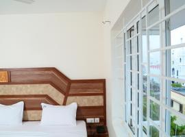 Annai In Saravana Bhavan Fine Stay, beach hotel in Velānganni